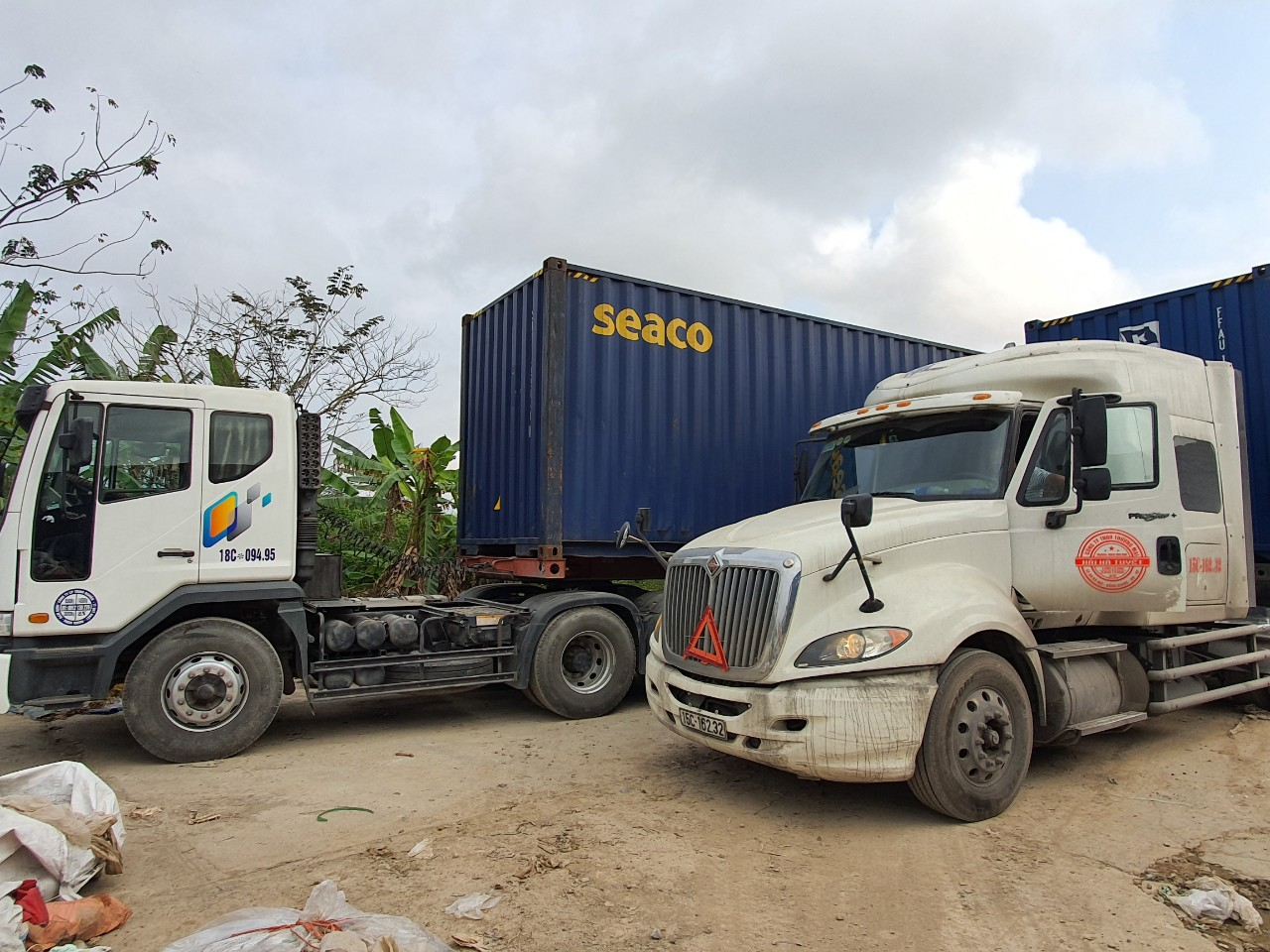 Vận tải hàng bằng xe đầu kéo
